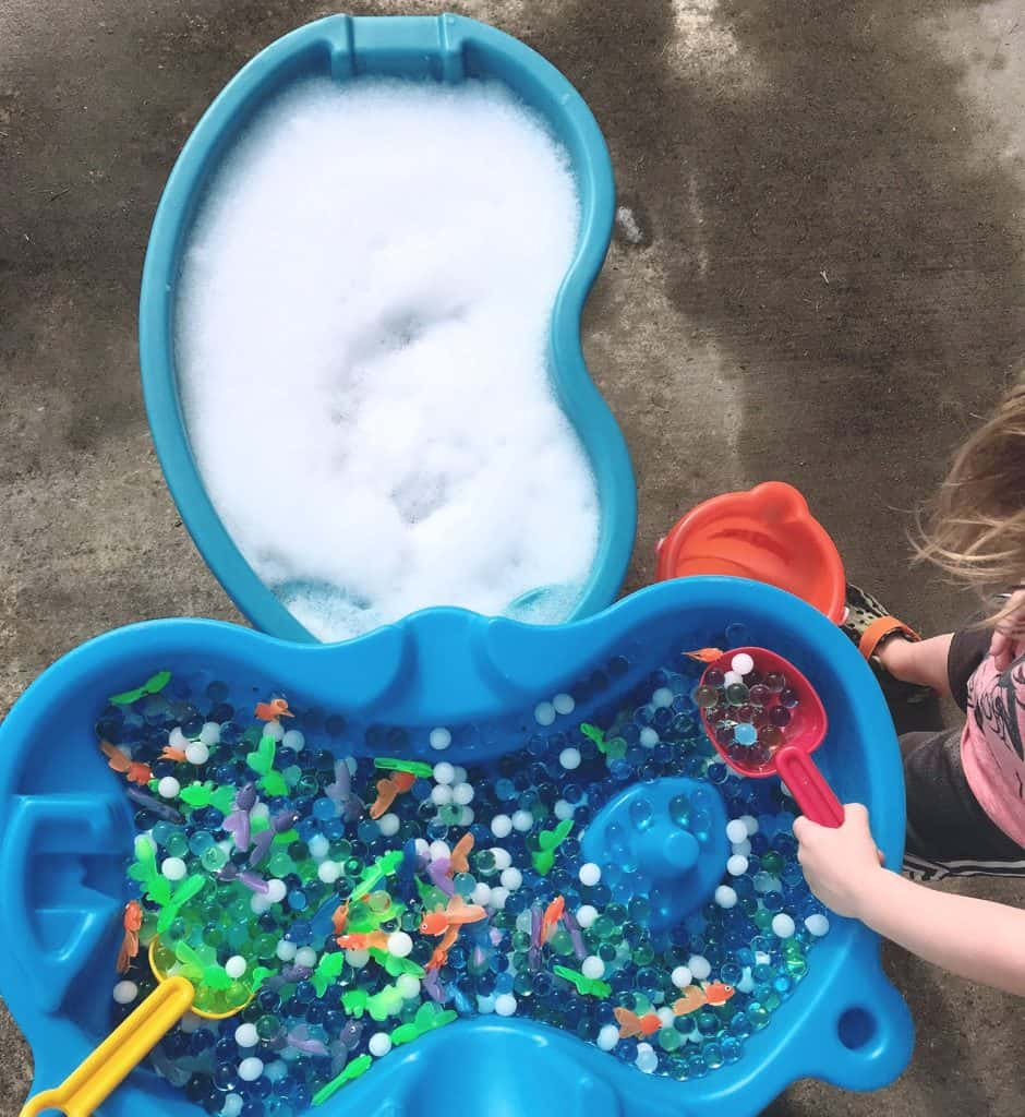 Looking for a quick and easy sensory bin for toddlers? Your tot will love this water play sensory activity. Just a few simple materials, and you've got the perfect sensory play activity to cool down those hot summer afternoons.