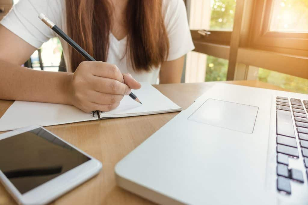 Wondering how to stop dreading your child's homework time? These simple tips will help you make homework as painless as possible so you can tackle it in peace with your child!